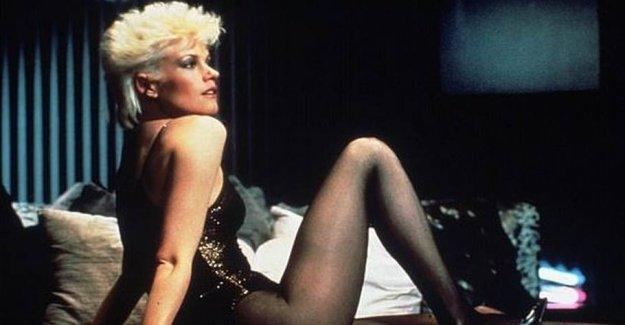 See verdensstjernen 38 years after in black lingerie