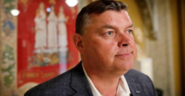 The Minister will examine misogyny: Sells 700,000
