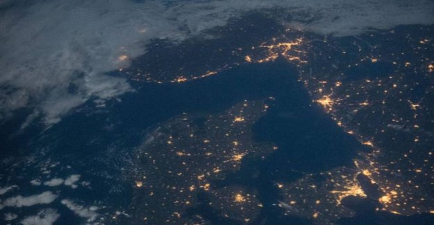 Astronaut share the game picture: See Denmark light up from the room