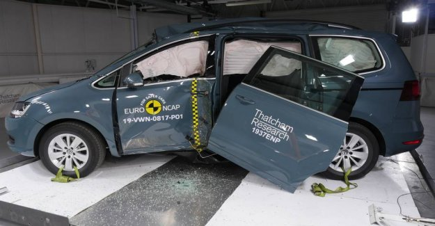 Car door fell of during the security testing: Get anyway four stars