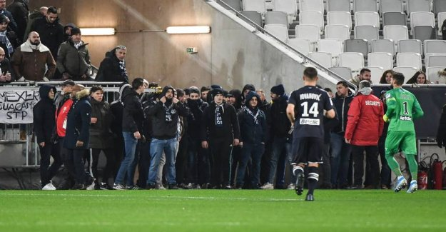 Scandal - angry fans interrupt the game of football