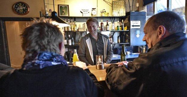 Football player closes his tavern