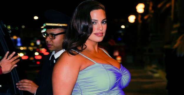 Plus size model pregnant and naked on Instagram