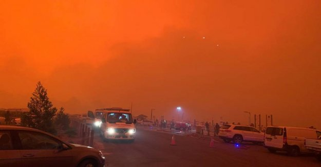 Tens of thousands of tourists evacuated in Australia - 17 reported missing