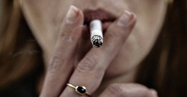 Took a stranglehold on the ten-year-old: the Bad lady off the cigarette