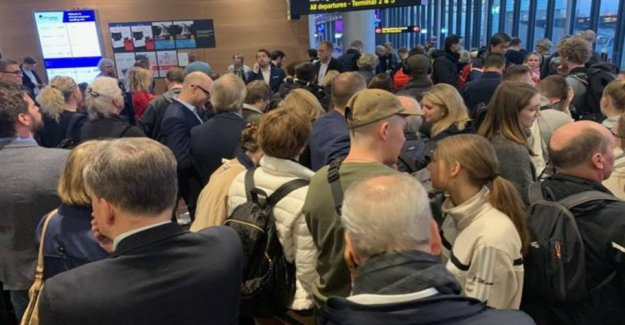 10,000 passengers affected by airport chaos