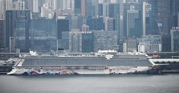 1800 passengers may leave the cruise ship