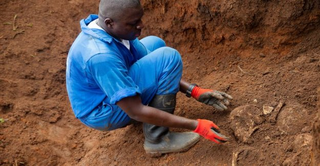 Mass graves with over 6000 corpses are dug up in Burundi