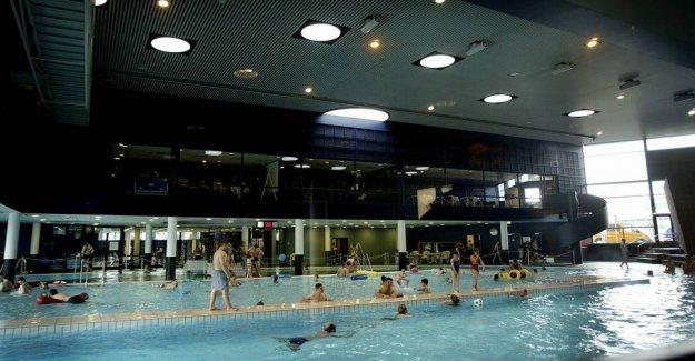 Tourist arrested: Filmed naked children in swimming pool