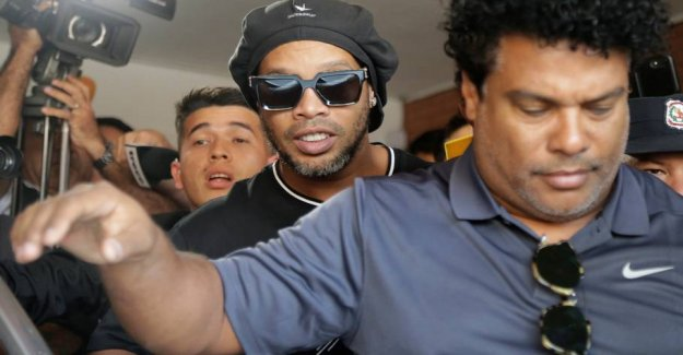 Ronaldinho escapes the charge of traveling with false passports