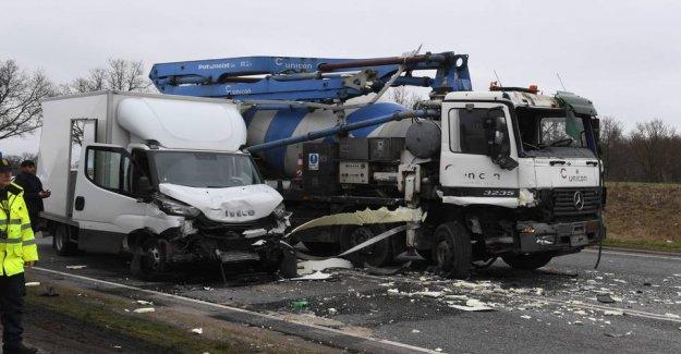 Trucks and van in collision: Road blocked