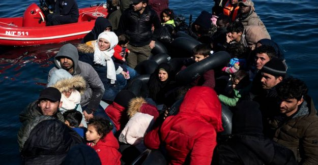 Wrath of the greeks cried out to the refugees: Travel back