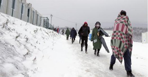 Bosnia, 3 thousand migrants barefoot in the snow: ignored by the authorities, rejected by Croatia