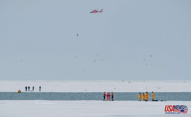 10 rescued after Getting stranded on ice floes at Lake Erie, Coast Guard says