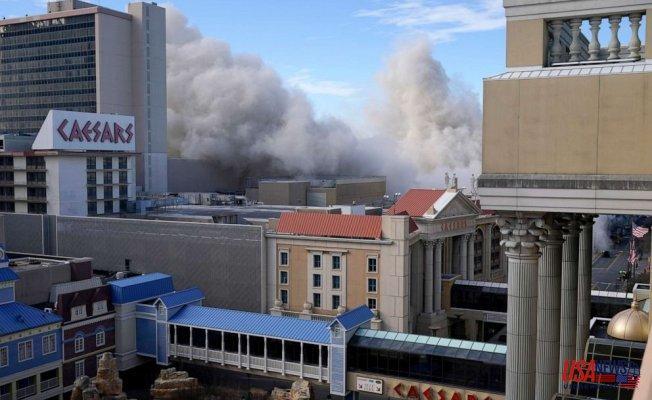 Donald Trump's Atlantic City casino implodes, Mar-a-Lago helipad demolished