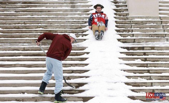 South digs out as snow, ice slam East Coast: Latest forecast