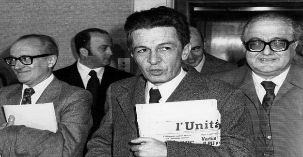 Those talks illegal immigrants between Almirante and Berlinguer: you know they were just the wives