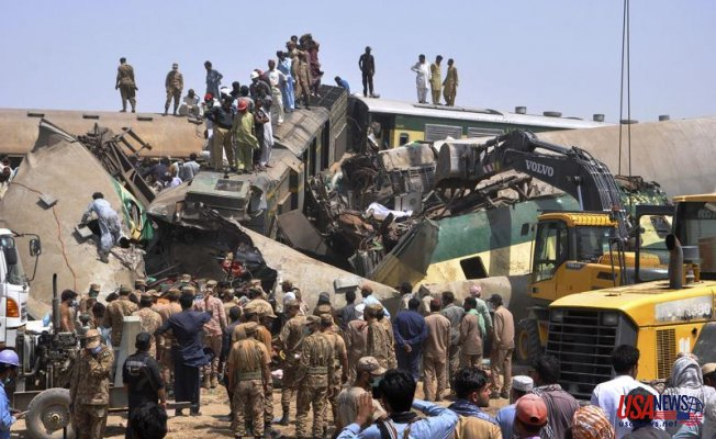 Train barrels into another in Pakistan, killing at least 45