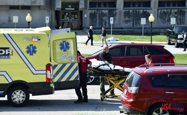Shooting near Illinois courthouse leaves at least 2 people dead and 1 injured