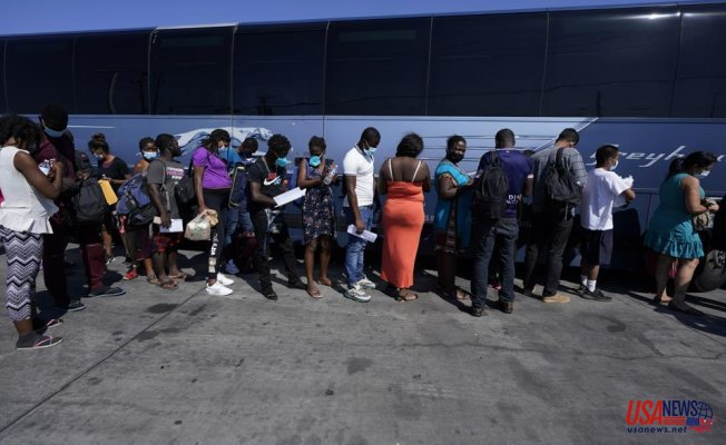 Officials: Many migrants are staying in the US from the border camp