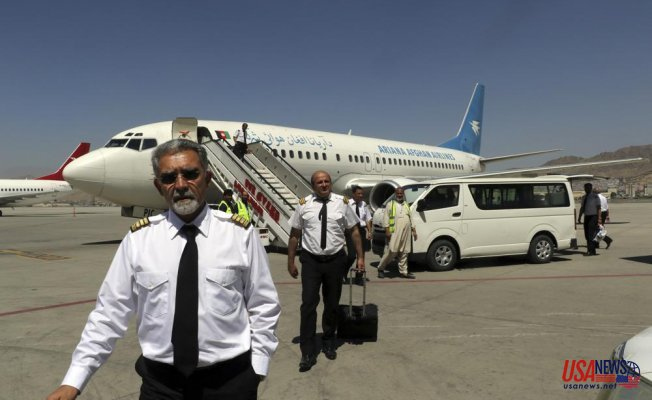 Taliban prevent evacuees' planes from departing but it is not clear why
