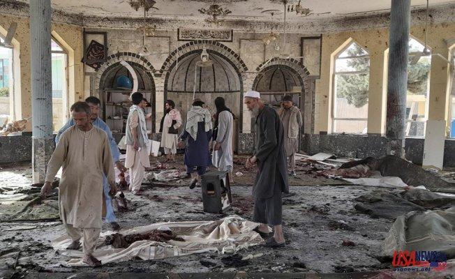Official of Taliban: Afghan blast kills at least 100 people