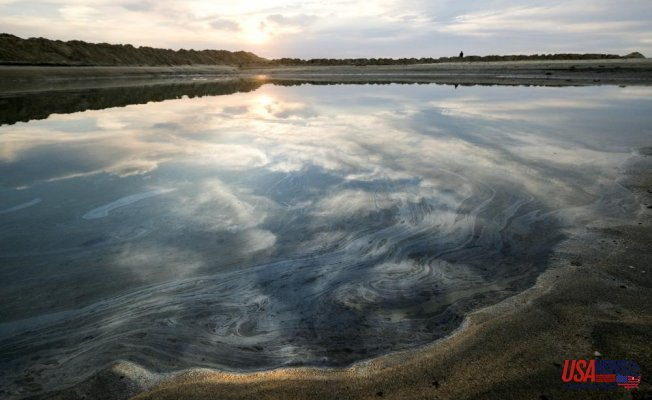 Record shows slow response to reports of oil spillage in California