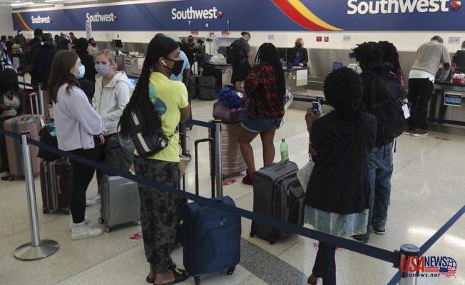 Southwest cancels hundreds of more flights and denies sickout