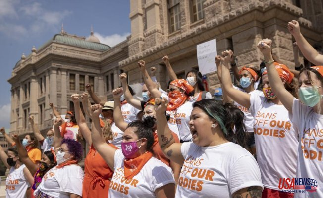 Texas judge orders Texas to suspend a new law that bans most abortions