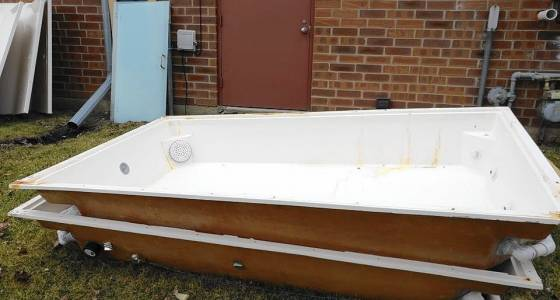 2 'flotation therapy' tubs stolen from Naperville-area spa