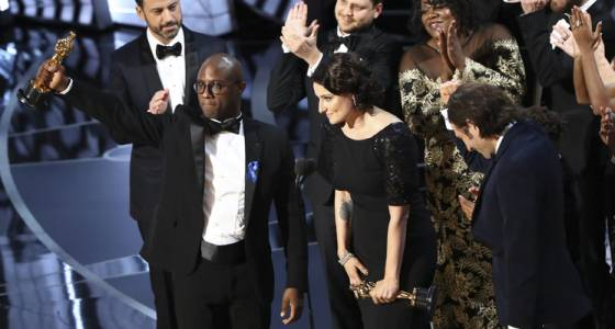 'La La Land' mistakenly given Best Picture Oscar, but 'Moonlight' actually won (w/video)