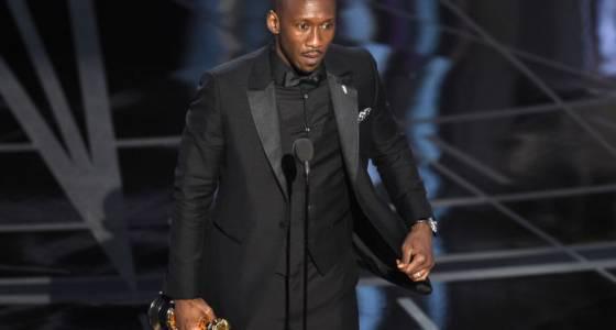 'Moonlight' shines at Oscars after presenters' epic 'La La Land' flub