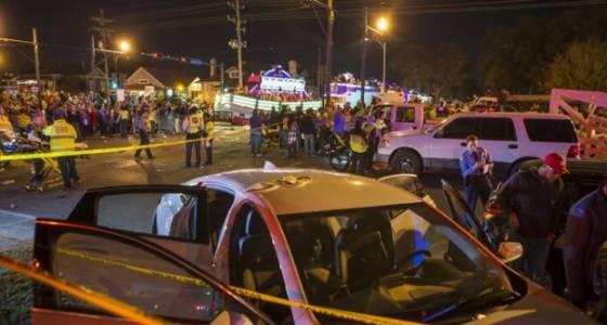 At least 21 hurt when vehicle plows into crowd during Mardi Gras parade in New Orleans
