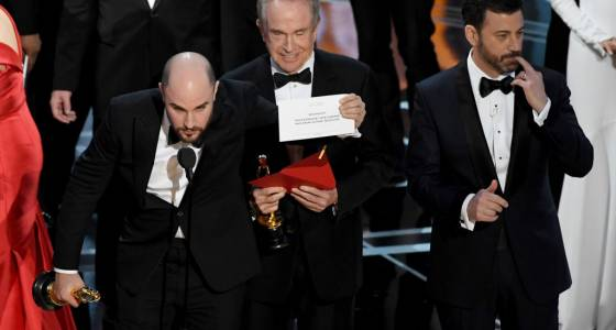 Best Memes From The 2017 Oscars: Best Picture, Meryl Streep Talking With Viola Davis And More Reactions To The Academy Awards
