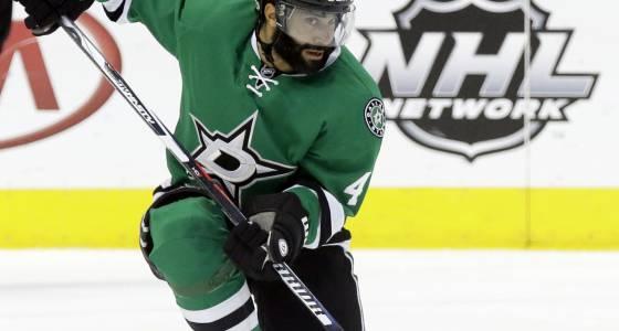 Blackhawks swing deal to bring back defenseman Johnny Oduya