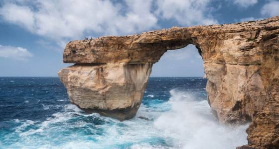 Breakthroughs, stardom, and collapse: the life cycle of a sea arch