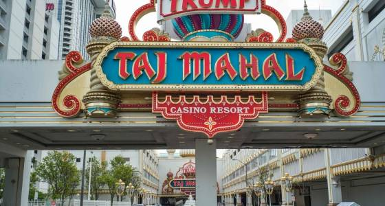 Carl Icahn selling shuttered Trump Taj Mahal casino to Hard Rock