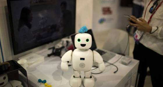 Chatting robots and music: fun gadgets on show in Barcelona
