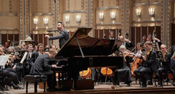 Cleveland Orchestra roves widely and brilliantly on program with Pintscher, Tiberghien (review)