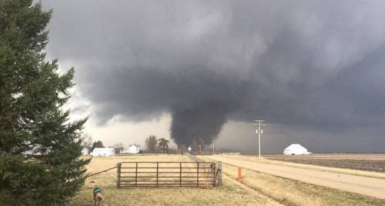 Components of Midwest hit by tornadoes, hail