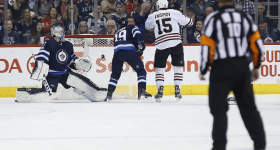 Crashing the net has Blackhawks' Artem Anisimov on pace for career season