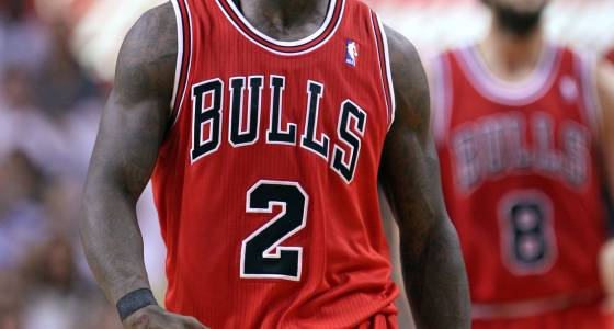 Ex-Bull Nate Robinson dribbles between defender's legs to elude double-team