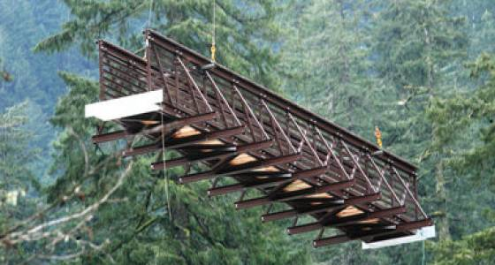 Helicopter delivers new bridge to Eagle Creek trail
