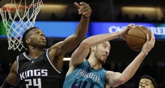 Hornets end five-game losing streak behind Frank Kaminsky's 23 points