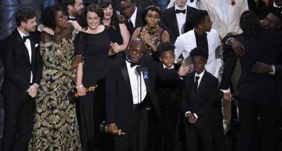 How the Internet reacted when 'Moonlight,' not 'La La Land,' won Best Picture