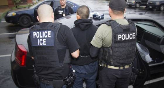 Immigration officers detain 10 workers in Woodburn area, activist says
