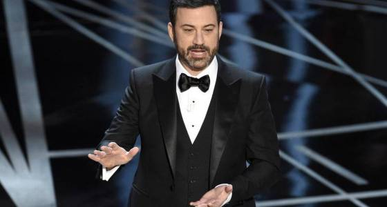 Jimmy Kimmel trolls Donald Trump with live tweet during the Oscars