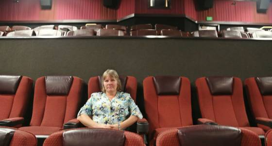 Judge, attorneys visit Pasco theater where man was killed in cell phone dispute