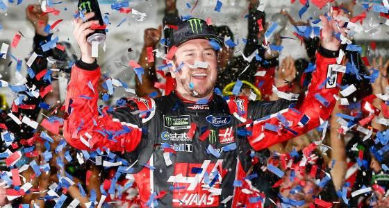 Kurt Busch wins crash-marred Daytona 500