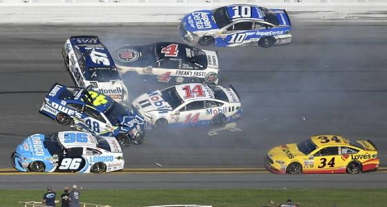 Kurt Busch wins crash-riddled Daytona 500 | Toronto Star